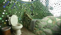 Earthship: a type of home made of natural + recycled materials. Designed by Earthship Biotecture and built from recycled materials - tires, bottles, cans. Maison Earthship, Earthship Home, Natural Building, Green Building, Future House, Earthship Biotecture, Stone Tub, Recycled House, Townhouse