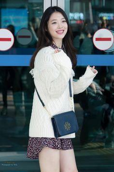 Sulli's airport fashion