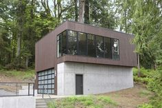 Flowing Lake Residence Garage :: Located in Snohomish, Washington :: David Vandervort Architects Arch Interior, Modern Interior Design, Interior And Exterior, Exterior Design, Modern Family House, Modern Houses, Container House Design, Container Houses, Modern Garage