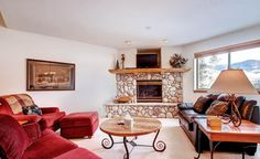 3-Bedroom Townhouse with Gas Fireplace -VaycayHero