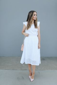 Now that we can all officially wear white (even though I Leopard Skirt Outfit, White Skirt Outfits, White Skirts, Modest Outfits, Modest Fashion, Skirt Fashion, Trendy Fashion, Modern Women's Clothing, White Linen Skirt