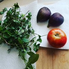 I love the mystery if the garden. Today it was late season figs the last of the summer tomatoes and scads of mint.  #urbangarden #gardening