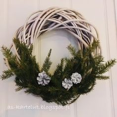 AS-kartelut: Loppiaisen ovikoriste #ovikoriste #kranssi Grapevine Wreath, Grape Vines, Wreaths, Home Decor, Decoration Home, Door Wreaths, Room Decor, Vineyard Vines, Deco Mesh Wreaths