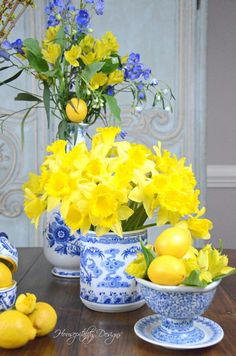 Citrus and Flowers – Monday Morning Blooms Spring Flower Arrangements, Spring Flowers, Floral Arrangements, Lemon Kitchen, Deco Floral, Spring Home Decor, Décor Boho, Blue And White China, Ginger Jars