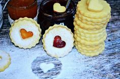 Tízperces, rögtön puha linzer (bögrésen is) – recept Cookie Desserts, No Bake Desserts, Baking Desserts, Hungarian Recipes, Sweet Life, Cheesecakes, Cake Cookies, Cake Recipes, Bakery