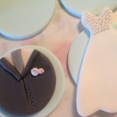 Groom and bride cupcake toppers