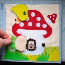 very cute quiet book page with a mushroom house and little flaps. I love the snail hiding under the leaf :) Diy Quiet Books, Baby Quiet Book, Felt Quiet Books, Silent Book, Diy Y Manualidades, Quiet Book Patterns, Felt Patterns, Busy Book, Felt Crafts
