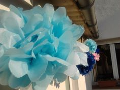 Paper pompons to decorate the terrace for a bithday party, easy, colourful and very nice.