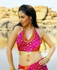 Sada beautiful navel