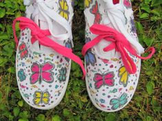 MAIHT Boys Girls Shoes Butterfly Pattern Lace-Up Low Top White Canvas Sneakers