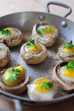 Cogumelos ao forno com ovo mole. | 15 receitas que vão te fazer querer que todas as refeições sejam o café da manhã