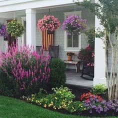 hof ideen Your front yard deserve your creative touch too. And to help you with that task, here I complete the web with a new front yard gardening ideas that you can take or share free. Front Porch Landscape, Front Yard Garden Design, Front House Landscaping, Garden Yard Ideas, House Landscape, Outdoor Landscaping, Lawn And Garden, Outdoor Gardens, Landscape Design