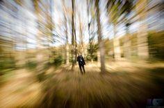 Voeg beweging en abstractie toe door middel van de zoom burst fotografie techniek Ik leg je hier uit wat het is en hoe je dit zelf kunt bereiken Een zoom burst of zoom waas is echt een fantastische fotografisch effect wat ook nog eens gemakkelijk te bereiken is Het gaat er bij zoom burst fotografie om dat je in of uitzoomt terwijl je de foto neemt Het effect bij het goed toepassen van deze techniek zal zijn dat het onderwerp je als het ware tegemoet springt more Je gebruikt deze techniek als…