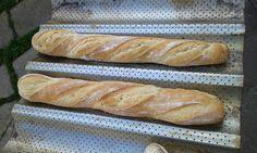 Szila: Hagyományos francia bagett Hot Dog Buns, Hot Dogs, Ring Cake, Bread Rolls, Ketchup, Scones, Bread Recipes, Bakery, Food And Drink