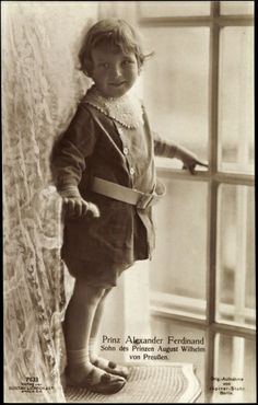 Window prince.  An adorable pic of a smiling Prince Alexander Ferdinand.