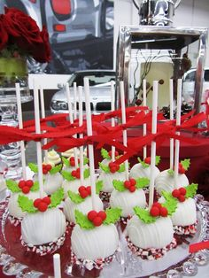 Christmas cake pops... love the candy cane bottoms :)