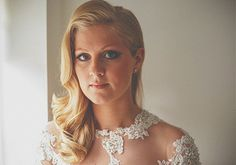 Stunning bridal hairstyle, sideswept vintage waves | Howell Jones Photography | Bridal Musings Wedding Blog