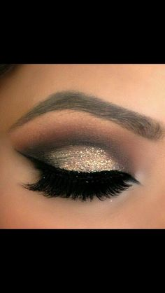 Gold smokey eye.