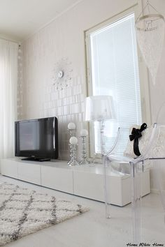 White Living room, Kartell Bourgie & Louis Ghost