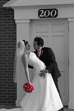 wedding picture idea-black and white with only pink color