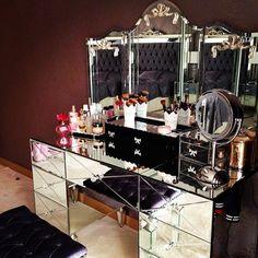 closet/home dressing room/makeup station/home makeup room/home beauty room inspiration Closet Vanity, Vanity Room, Vanity Set, Vanity Ideas, Decoration Inspiration, Room Inspiration, My New Room, My Room, Rangement Makeup