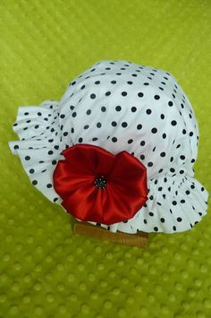 kristina07 / Bodkovaný klobúk s červeným kvetom