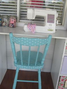 Ok, I need a chair like this for my sewing space