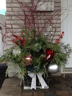 Bildergebnis für decoration exterieur H. Christmas Urns, Outdoor Christmas Decorations, Christmas 2014, Christmas Wreaths, Christmas Crafts, Xmas, Christmas Ornaments, Holiday Decor, Christmas Ideas
