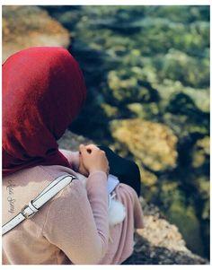 #hijabi #girls #profile #pics #hidden #face #aesthetic #hijabigirlsprofilepicshiddenfaceaesthetic Muslim Couple Photography, Girl Photography, Hijab Hipster, Stylish Hijab, Hijab Chic, Beautiful Hijab Girl, Face Aesthetic, Hijab Dpz, Hijab Collection