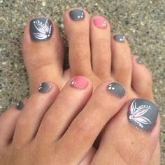 Toe nails 21 Pretty Toe Nail Designs for Your Beach Vacation More Female Pattern Baldness: Diagnosis Pretty Toe Nails, Cute Toe Nails, Cute Toes, Pretty Toes, Pretty Beach, Pedicure Nail Art, Toe Nail Art, Beach Pedicure, Flower Pedicure