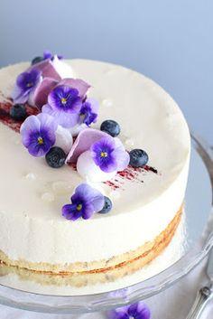pikku murusia: Mustikka-kardemummajuustokakku Just Eat It, Panna Cotta, Cheesecake, Baking, Ethnic Recipes, Beautiful Things, Desserts, Food, Tailgate Desserts