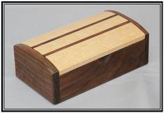 Handcrafted Walnut & Birdseye Maple Keepsake / par MajesticeagleWW