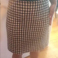 Black & white  pattern skirt Gently worn, no flaws, was dry cleaned prior to storing, no smells. Purchased from Casual Corner (let's show our age, raise your hand if you remember that store). Skirts