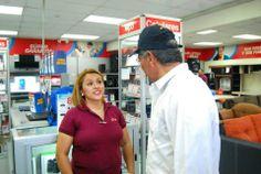 Norman Quijano futuro Presidente de El Salvador visitando Unicentro Soyapango.
