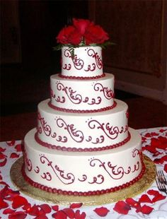 obsessing!! i would love red and white to be the colors of my wedding cake