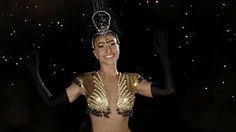Ó abre alas que eu quero passar! Aquecendo os tamborins para o já tradicional Baile de Carnaval da Vogue (que agita os salões do Hotel Unique esta noite!) um time de estrelas entra em clima carnavalesco e canta e dança a marchinha em vídeo. Aperte o play e confira as performances de @anitta @brumarquezine @claudialeitte @gioanto @marixioficial e @sabrinasato. Mais no #InstaStories e no link da bio! #bailedavogue2017 #bailedavogue #anitta #brunamarquezine #claudialeitte #giovannaantonelli…