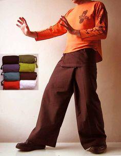Pantalón pescador Thai aka abrigo pantalones son ligeros y muy cómodos.  Pantalón pescador Thai está hechas de agradable al tacto el material.  Colores lisos.  ☆  Ajuste todos los tamaños. Vienen en bolsa de algodón agradable.  Ser un libre tamaño y muy bien embalado, es perfecta para un regalo.  ☆  100% algodón alzaba la mano.  Colores disponibles se presentan en el cuadro con las bolsas (Foto #5).  Mismos pantalones pescadores en diferentes colores:  https://www.etsy.com/list...