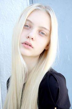 Blonde Hair Models, Blonde Hair Girl, Blonde Hair Blue Eyes, Platinum Blonde Hair, Brunette Hair, Grey Hair For Pale Skin, Dark Hair, Albino Girl, Pale Blonde