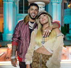 "Karol G y Anuel AA lanzan ""Follow""   ReggaetonSinLimite Latin Artists, Music Artists, Nicki Minaj Videos, Cute Tumblr Wallpaper, Trap Music, Ariana, Famous Couples, Famous Singers, Best Couple"