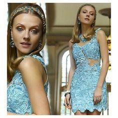 Vestido Renda Guipir Azul w/ detalhe Bordado em Cristais | ♡ Disponível TAM. PP     ••》Whatsapp 43 9148-2241  ☎  43 3254-5125.    Rua Rio Grande do Norte, 19 Centro - Cambé-Pr  #venhaseapaixonar #dressparty #glamour #details #luxo #dressinlove #euqueroo #festa #lançamento #formatura #casamento #15anos #cocktaildress #dresses #guipir #fashion #sensual #delicado