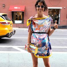 Leandra Medine y el vestido DIY con dos pañuelos y 5 pasos