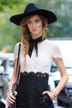 Die italienische Bloggerin Chiara Ferragni (The Blonde Salad) zeigte sich am Rande der New York Fashion Week mit einer schönen Flechtfrisur und großem Hut.Wollt ihr herausfinden, ob ihr ein Hut-Gesicht habt? Dann macht den Test und findet es hier heraus: Welcher Hut passt zu mir?
