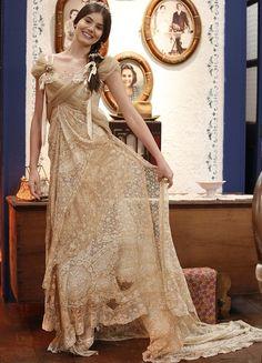 Camila Queiroz posa com o vestido de noiva de Mafalda em 'Êta' (Foto: Raphael Dias/Gshow)