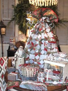 This is from Hollyhill Quilts in West Linn OR. Going to this store is like being in Moda heaven! sentiment stars by planted seed design Window Display Retail, Christmas Window Display, Quilt Display, Fabric Display, Christmas Sewing, Christmas Ideas, Christmas Quilting, Booth Decor, Sewing Rooms