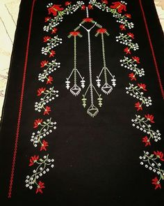En Beğenilen Seccade Modelleri - Snore Tutorial and Ideas Embroidery Works, Embroidery Stitches, Hand Embroidery, Embroidery Designs, Crochet Round, Filet Crochet, Palestinian Embroidery, Different Stitches, Free To Use Images