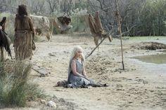 Game of Thrones: Daenerys Targaryen (Emilia Clarke) for season 6 of Game of Thrones. (photo via Entertainment Weekly) Game Of Thrones Wiki, Game Of Thrones Saison, Game Of Thrones Tyrion, Watch Game Of Thrones, Daenerys Targaryen, Cersei Lannister, Khaleesi, Emilia Clarke, Max Von Sydow