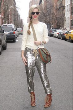 I always love sequin pants for day wear Look Fashion, Fashion Show, Womens Fashion, Fashion Trends, Street Fashion, Latest Fashion, Sequin Pants, Metallic Trousers, Joggers Outfit