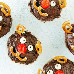 Petteri Punakuono -muffinit   K-ruoka #lastenkutsut Cookies, Desserts, Food, Crack Crackers, Tailgate Desserts, Deserts, Eten, Cookie Recipes, Postres