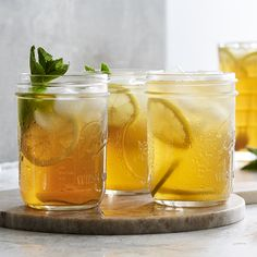 Eistee selber machen: Das Grundrezept mit Zitrone Make iced tea yourself: the basic recipe with lemon and black tea Delicious Cake Recipes, Yummy Cakes, Lemon Recipes, Tea Recipes, Making Iced Tea, Eating Plans, Diabetic Recipes, Food Videos, Meal Planning