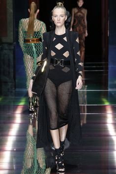 Balmain Spring 2016 Ready-to-Wear Fashion Show